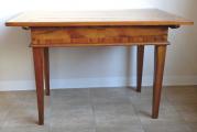 Barokní stůl s tajnými přihrádkami (6).JPG
