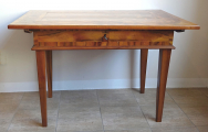 Barokní stůl s tajnými přihrádkami (1).JPG
