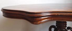 Oválný stolek se splétanou nohou -  Druhé Rokoko (5).JPG