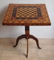 Šachový bohatě intarzovaný stolek (1).JPG