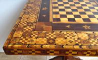 Šachový bohatě intarzovaný stolek (3).JPG