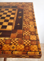 Šachový bohatě intarzovaný stolek (4).JPG