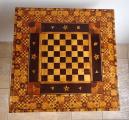 Šachový bohatě intarzovaný stolek (6).JPG