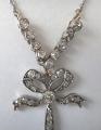 Stříbrozlatý náhrdelník s diamanty, briliantem a perličkou (3).JPG