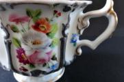 Šálek s květy a stříbrným reliéfem  - Klášterec 1855 (4).JPG