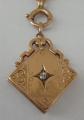 Zlatý přívěšek s medailonem a briliantem (2).JPG