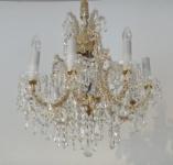 Crystal chandelier with pendants