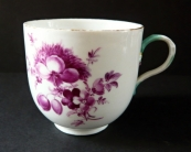 Cup and saucer with purple flowers - Meissen