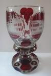 Biedermeierový pohár s lázeňskými motivy, rubínový