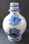 Menší čepák s modrým dekorem