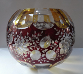 Round vase with cut roses