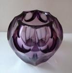 Malá fialová vázička - Moser