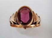 Zlatý prsten s oválným rhodolitem ( granátem )