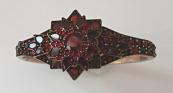 Granátový náramek s hvězdou