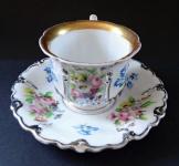 Šálek s květy a stříbrným reliéfem - Klášterec 1855