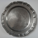 Tin plate decorated with a trim