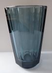 Broušená váza ze safírového skla
