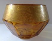 Mísa z jantarového skla a zlaceným ornamentem