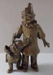 Bronzová soška harlekýna s jezevčíkem
