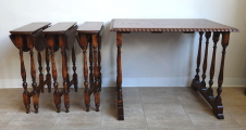 Stolek se třemi menšími skládacími stolky (3).JPG