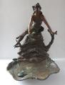 Secesní socha dívky u jezírka (1).JPG
