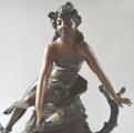 Secesní socha dívky u jezírka (5).JPG