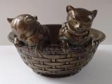 Dvě kočičky v proutěném košíku - Bronz (1).JPG