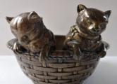 Dvě kočičky v proutěném košíku - Bronz (4).JPG
