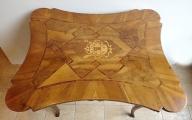 Barokní stůl s erbem (3).JPG