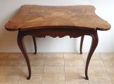 Barokní stůl s erbem (2).JPG