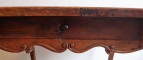 Barokní stůl s erbem (5).JPG