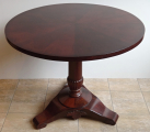 Kulatý sklápěcí mahagonový stůl - Biedermeier (1).JPG