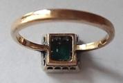 Prsten se smaragdem a brilianty (3).JPG