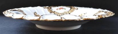 Míšeňský talíř s maceškami a zlacenými kartušemi (2).JPG