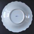 Míšeňský talíř s maceškami a zlacenými kartušemi (4).JPG