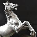 Stolní hodiny se soškou koně (5).JPG