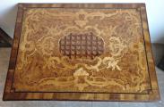 Barokní stůl s rokokovou intarzií a mřížkou (3).JPG