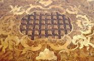 Barokní stůl s rokokovou intarzií a mřížkou (7).JPG