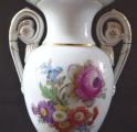 Vázička ve tvaru antické vázy, s květy - Míšeň (4).JPG