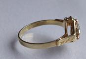 Zlatý prstýnek se spirálou a safírem (3).JPG