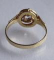 Zlatý prstýnek se spirálou a safírem (4).JPG