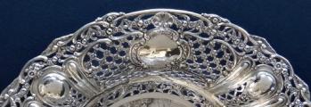 Kulatá velká stříbrná dekorativní mísa - styl Hanau, Německo (4).JPG
