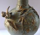Secesní kovová váza s ptáčky a žabakami (4).JPG