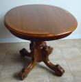 Menší oválný stůl s centrální nohou - pozdní biedermeier.JPG