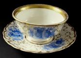 Šapo se zlaceným ornamentem a modrými květy - Slavkov (2).JPG