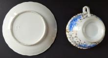Šapo se zlaceným ornamentem a modrými květy - Slavkov (5).JPG