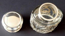 Stříbrná a skleněná dóza, empírový ornament - Weinranck & Schmidt, Hanau (4).JPG