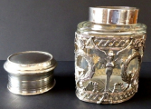 Stříbrná a skleněná dóza, empírový ornament - Weinranck & Schmidt, Hanau (5).JPG