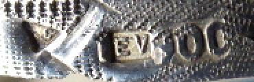 Malá stříbrná kulatá pudřenka, zdobená (5).JPG