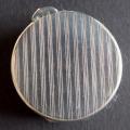 Malá kapesní kulatá stříbrná pudřenka (2).JPG